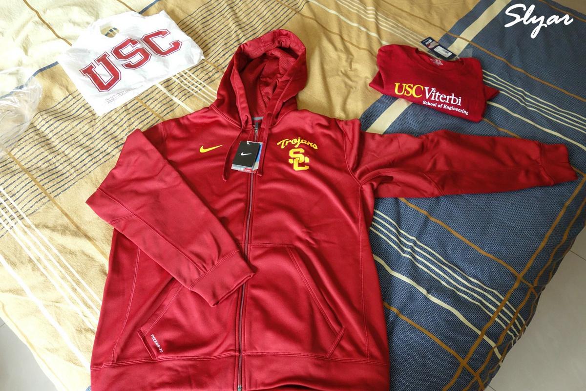 拿到了在USC Bookstore买的校服
